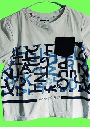 T-shirt blanc et bleu poche poitrine