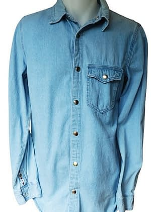 Chemise en jean brodée dans le dos