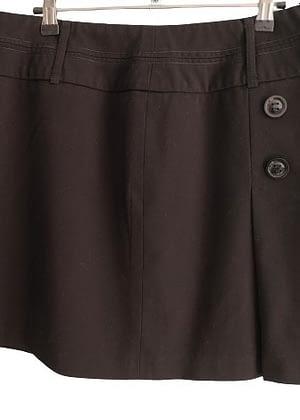 Jupe noire coupe travaillée boutons décoratifs