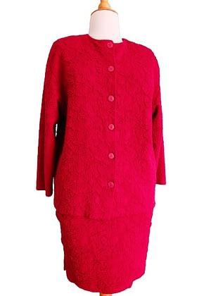 Tailleur rouge tissu souple et avec relief