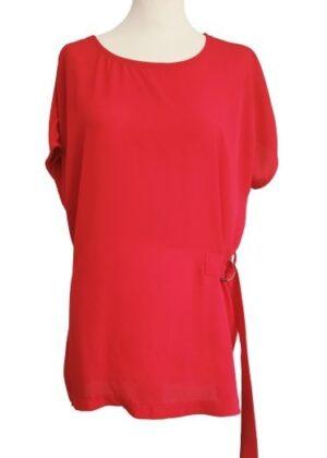 T-shirt rouge avec boucle