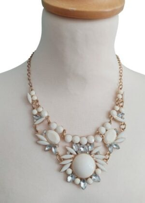 Collier fantaisie fleurs en perles et strass